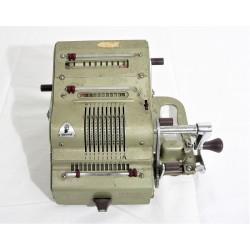 Ancienne machine à calculer...